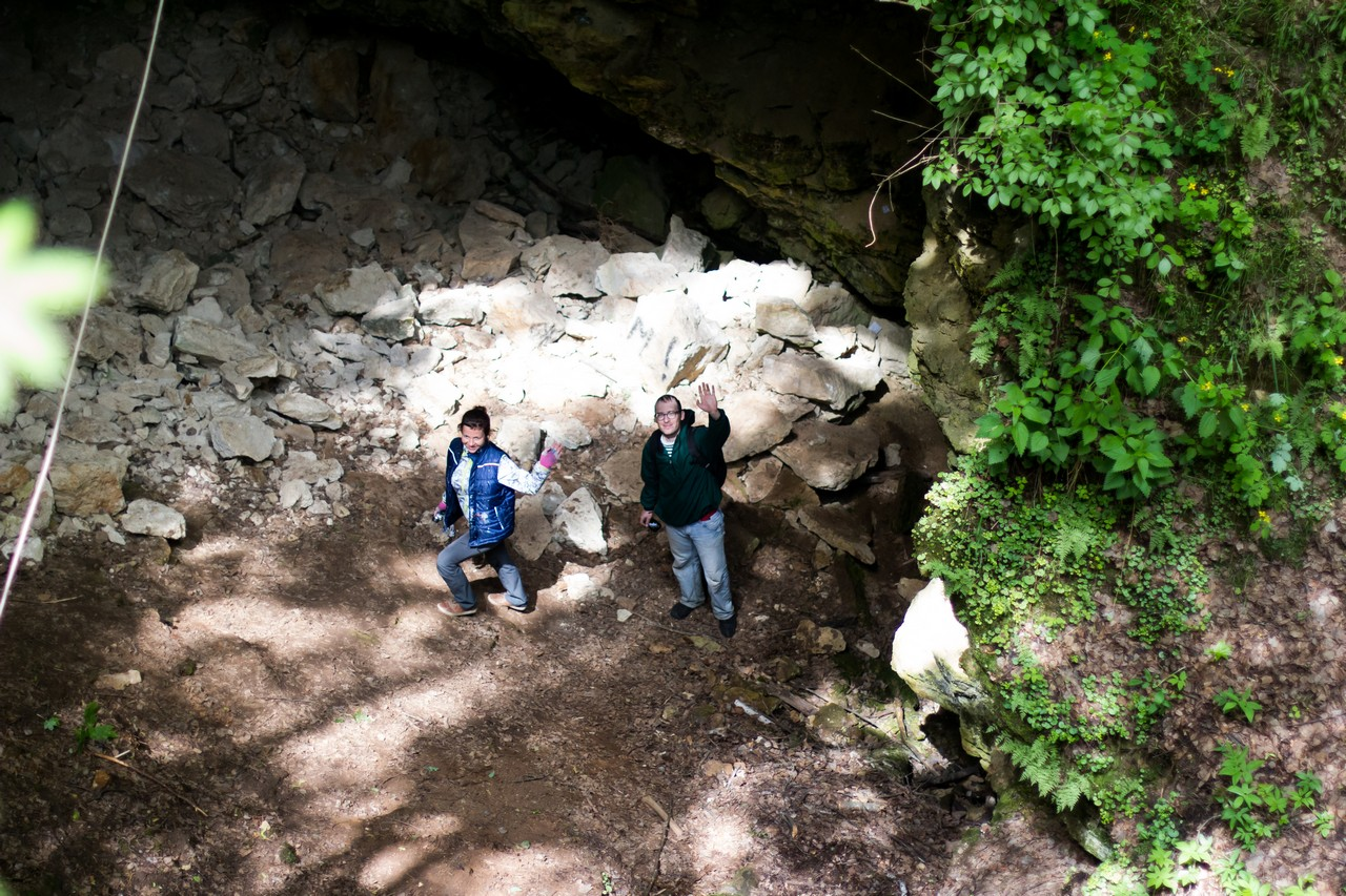 Спуск в пещеру