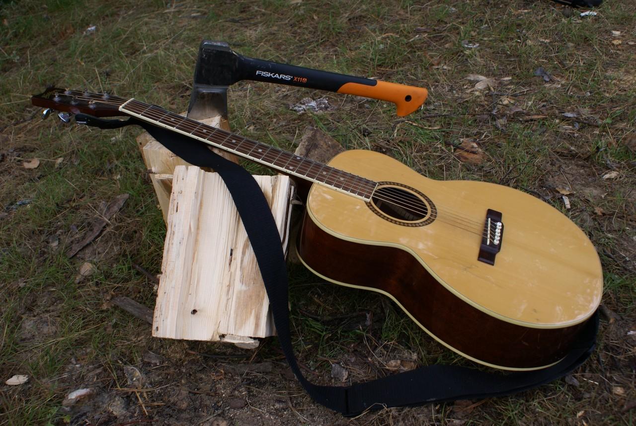 Гитара у костра