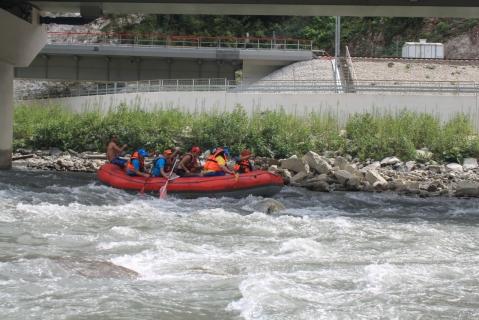 Сплав на рафте по горной реке
