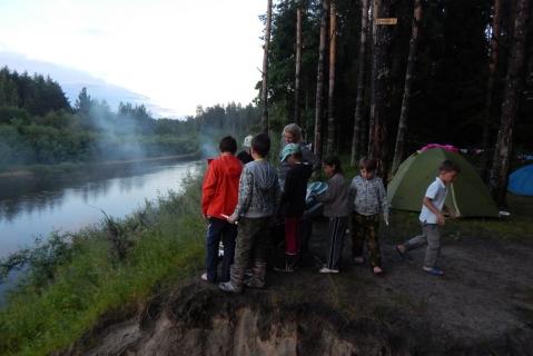 Палатки на реке